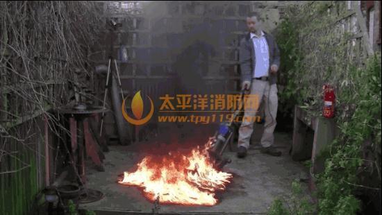 吸尘器是灭火神器? 消防:实用性差