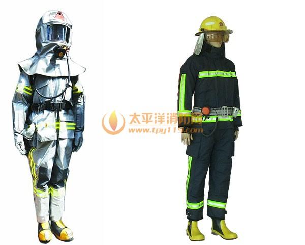 左为新型消防服 右为之前的消防服