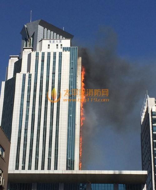 南京新街口隆盛大厦着火