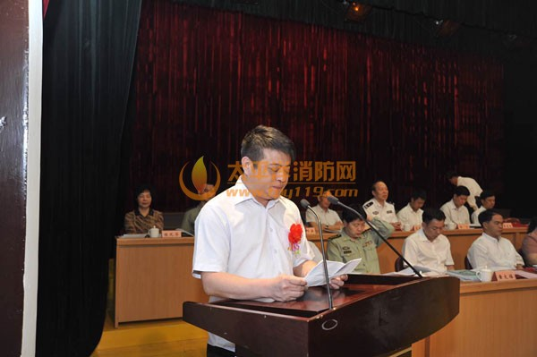 肖君岩总经理作为获奖代表发表演讲