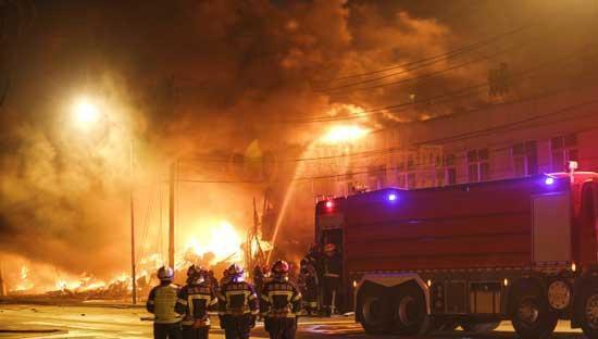 北京新宫五金建材街发生火灾