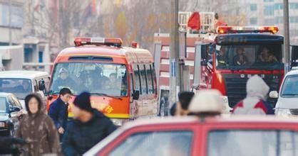 消防车出警 道路堵塞